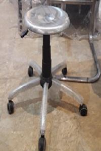 صندلی آزمایشگاهی فلزی
